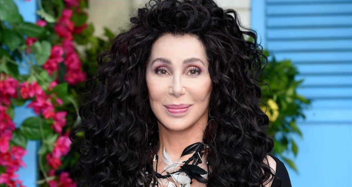 Cher, joven una y otra vez (con la ayuda del bisturí)