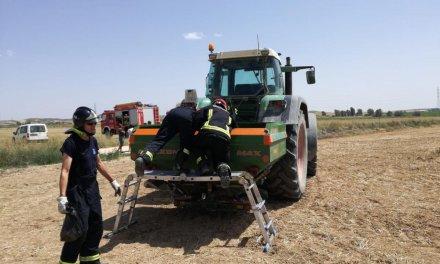 Un agricultor sufre lesiones en un pie al engancharse en las aspas de una abonadora