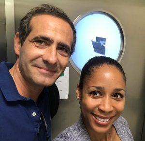 La doctora Davis con el cirujano plástico Carlos Gullón
