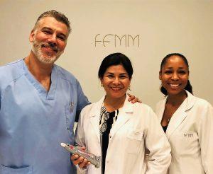 La doctora Davis con el médico estético Ernesto Pérez