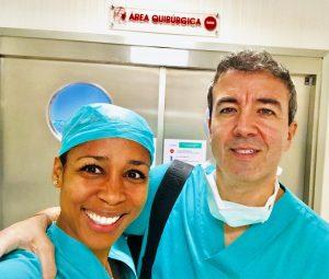 La doctora Davis con el cirujano plástico Ramón Calderón